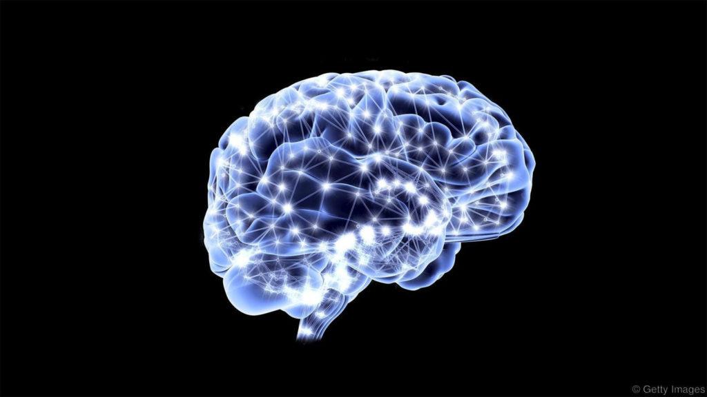 Para mantener el cerebro en forma, el aprendizaje de una lengua podría ser el mejor entrenamiento neuronal (Crédito: Getty Images)
